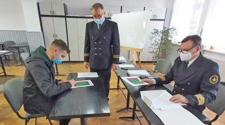 """Uczniowie """"Żeglugi"""" pojadą na zagraniczne staże. Podpisano umowy."""