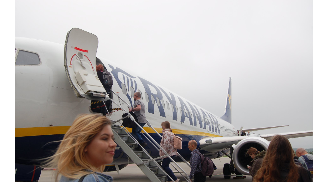 """Wideorelacja z zajęć praktycznych """"Lot samolotem"""" uczniów technikum eksploatacji portów i terminali"""